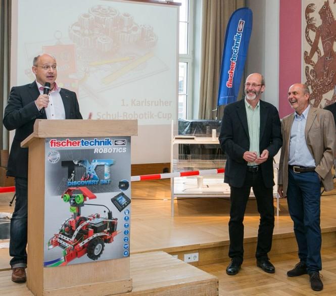 Eröffnung durch fischertechnik-Geschäftsführer Keller (Foto: Sandra Jacques; rechts: Bürgermeister Stapf und Rektor Dr. Gilbert)